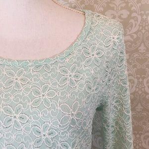 {Tribal} Size L Aqua/White Floral 3/4 Sleeve Top